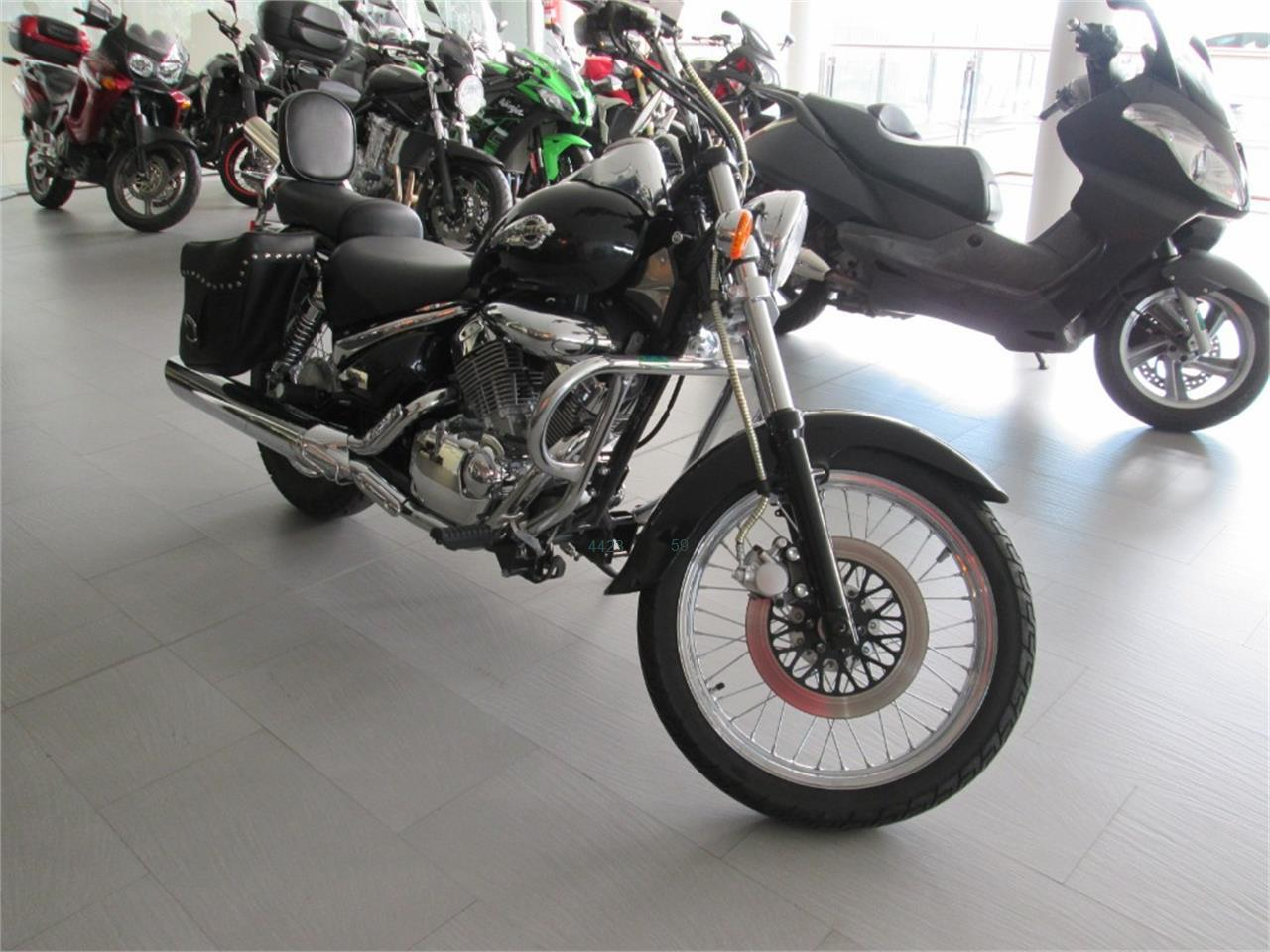 SUZUKI INTRUDER 250 LC