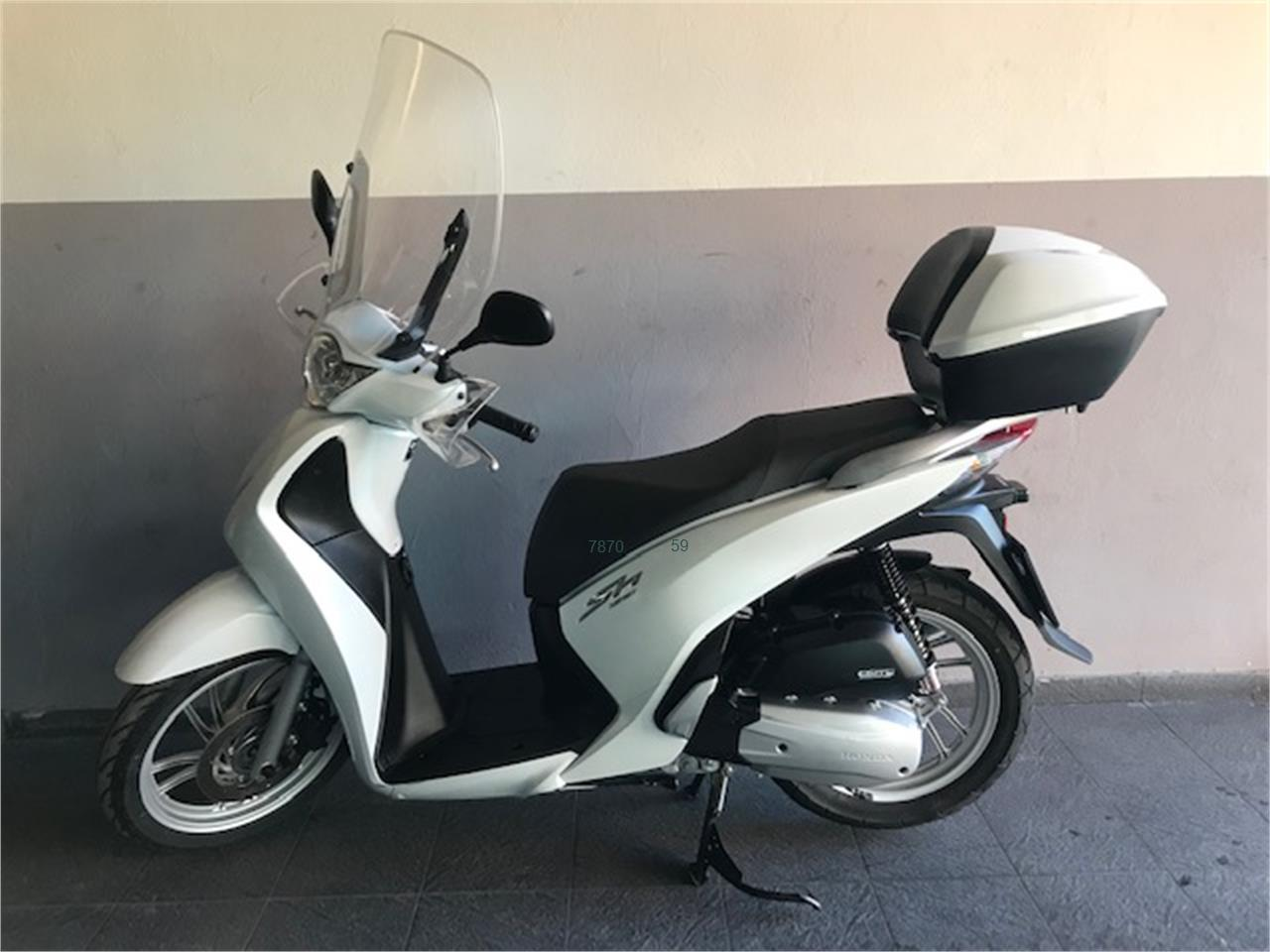 HONDA SCOOPY SH125i ABS Top Box de venta